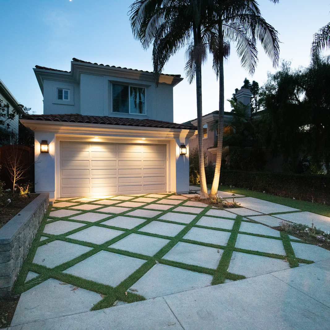 Outdoor Lighting Installation Companies in Newport Beach, California
